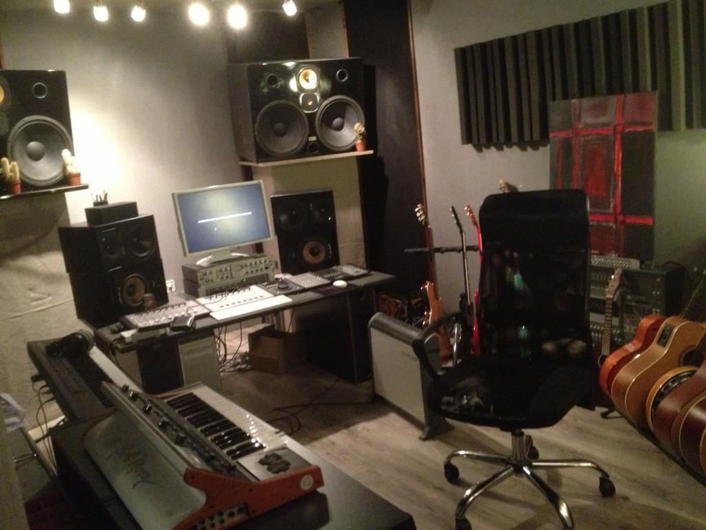 au studio...